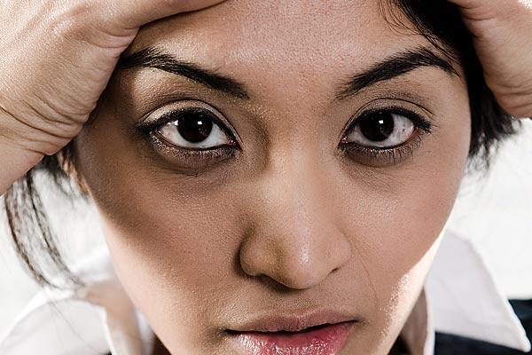 Como arreglar rápidamente las bolsas en los ojos después del sueño